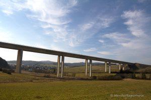 Gestaltungselement Brücke.