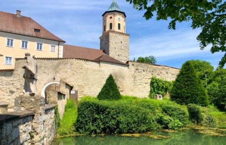 Außenansicht der Gosheimer Pfarrkirche Mariä Geburt