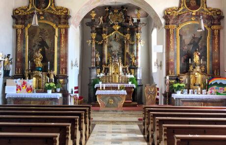 Inneres der barocken Pfarrkirche Mariä Geburt