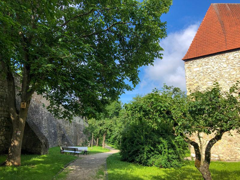 Pilgerweg entlang des Wemdinger Stadtgrabens